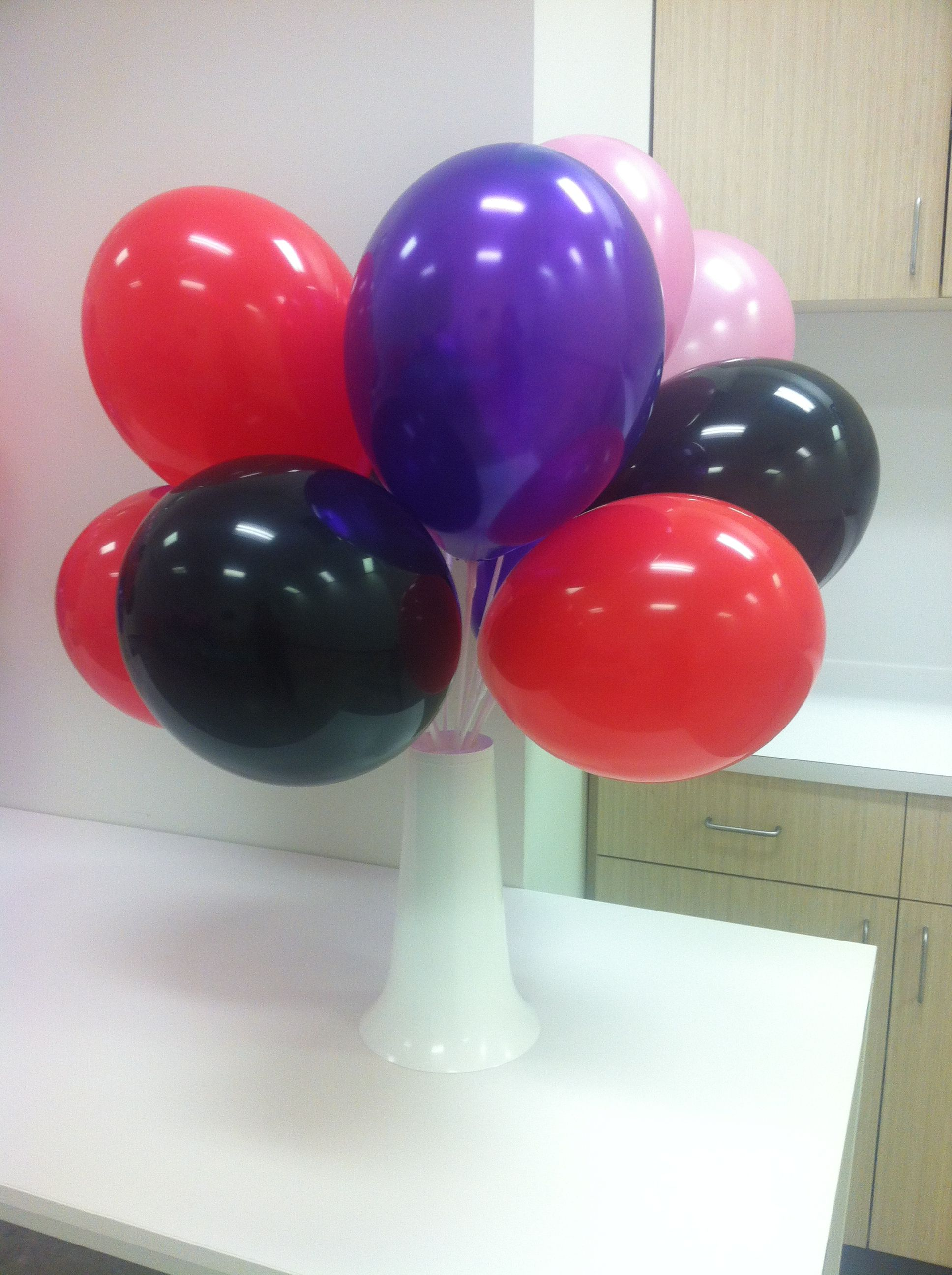 Balloon centerpieces car interior design for Balloon decoration ideas without helium